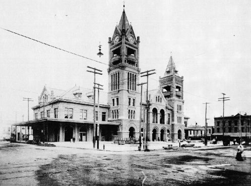 The fourth Houston City Hall, before it became a bus station.
