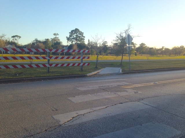 Example of incomplete connection to Bayou Greenways at Cullen Boulevard and Brays Bayou trail. Photo: Allyn West.