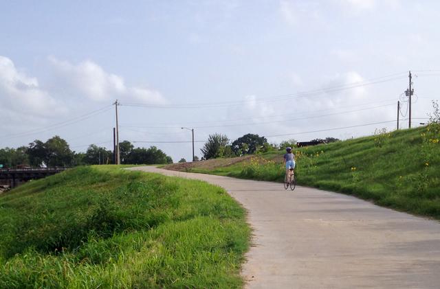 Brays Bayou trail. Photo: Allyn West.